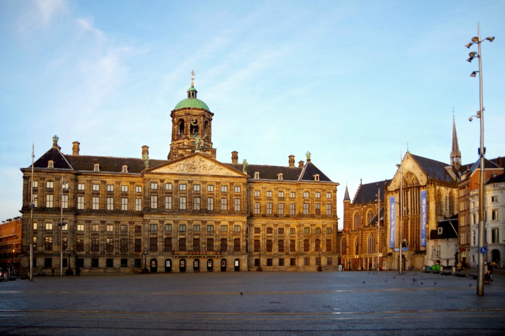 To see the Dam square deserted you'll have to get up really early on a Sunday.  Photo: Wijnand Boon