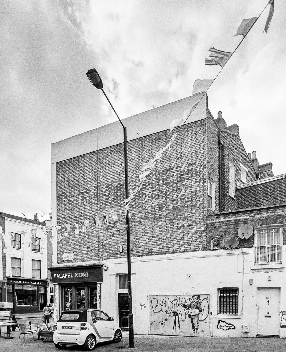 Banksy's 'Graffiti Painter', Cambridge Gardens, London - ARTVISIT .