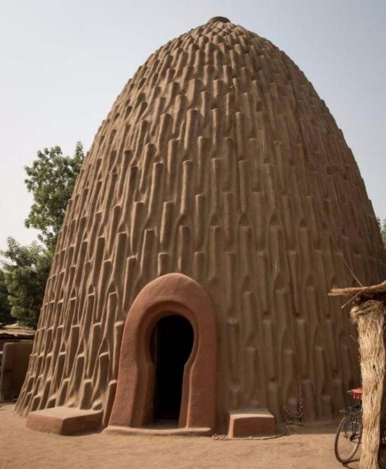 A Mousgoum teleuk (Courtesy of  The Institute of Nomadic Architecture )