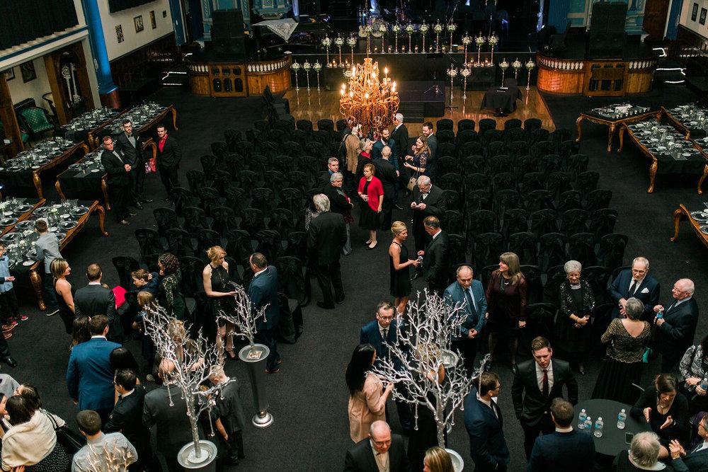 Spacieuse et décoré à votre guise, la Salle Théâtre La Scène peut recevoir jusqu'à 330 convives -