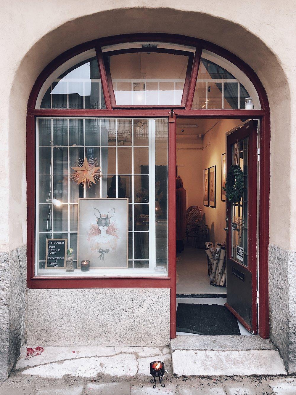 Här, på  JUSTE Gallery  ,Heleneborgsgatan 14 i Hornstull, har jag hängt med  Mrs Mighetto  i 3 härliga dagar. SÅ fantastiskt roligt!