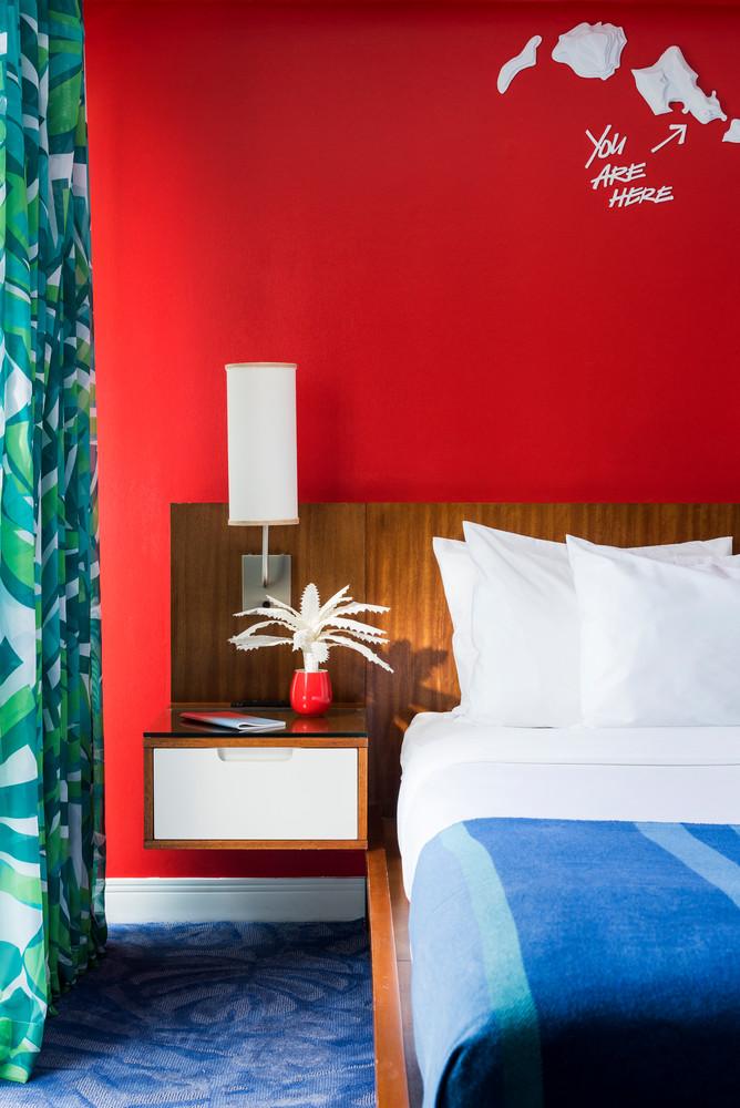 we-found-the-most-colorful-hotel-in-america-5b450d9c727e7f083ec27c63-w1000_h1000.jpg
