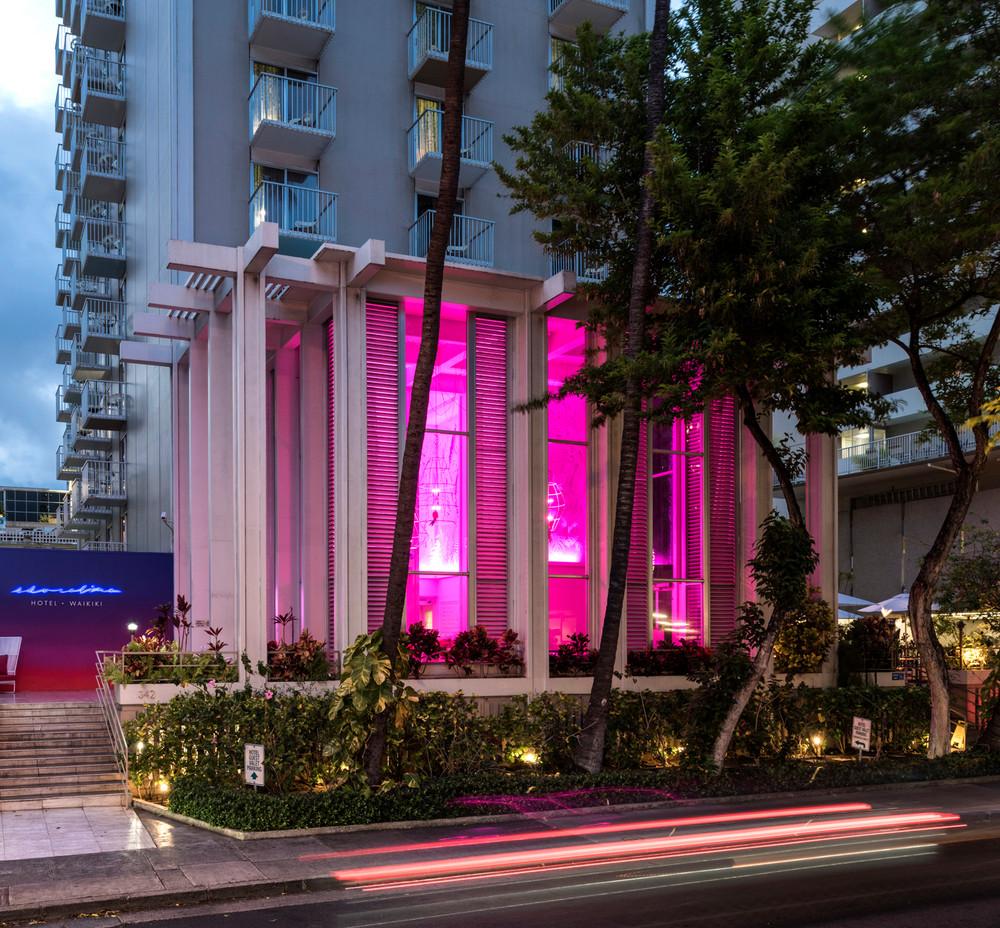 we-found-the-most-colorful-hotel-in-america-5b450d9b22e9090844c0cc61-w1000_h1000.jpg
