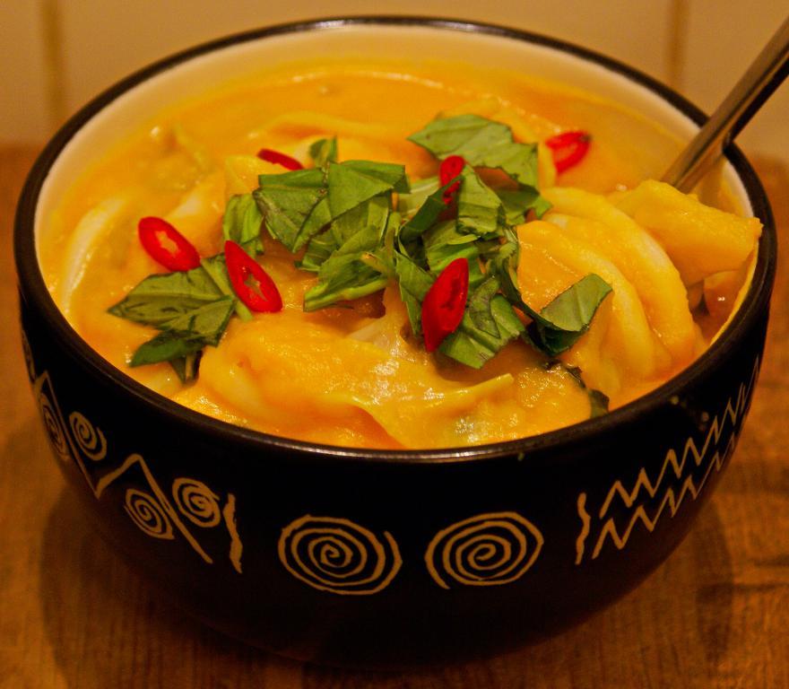 vegan laksa with udon noodles
