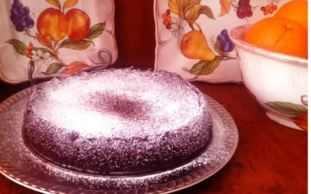 Chocolate Flourless Cake (Gluten Free) | The Tish Kitchen | Food Blogger