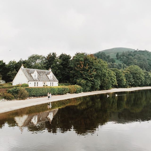 Very excited to spend the weekend with my family - I know its only Wednesday, but I am just that excited! 🌿✨👨‍👩‍👧‍👧 || #throwback #lochlomond #scotland #explorescotland #igers_scotland #onthebonniebonniebanksoflochlomond #beautiful #dwellings #dreamhome #travelgram #vscocam #vscogang #vscogrid #lussscotland #lusspier #vsco #thehighlands