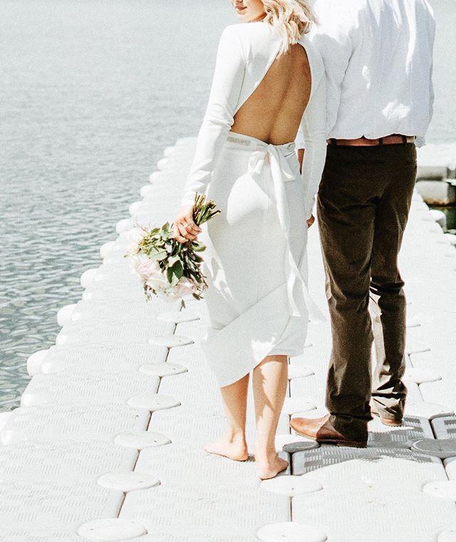 Almost finished with this session! It is so incredibly beautiful, my heart is full! 😍🌿💐 || #calgarybride #yycphotographer #centralalbertaphotographer #reddeerphotographer #yyc #glenmoreresevoir #oarsandbeanies #justalittleloveinspo #radstorytellers #junebugweddings #bridalinspo #picoftheday #amborellafloralstudio #beachwedding #barefootbride #rockymountainbride