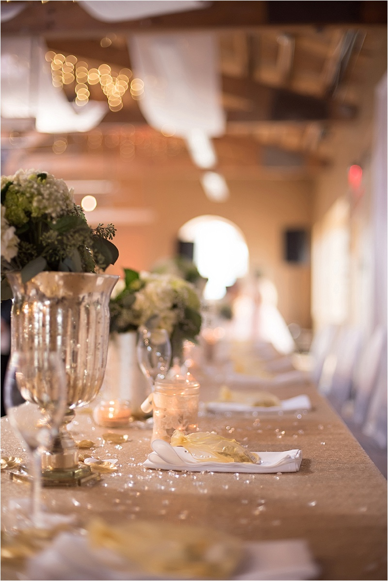 gold head table decor
