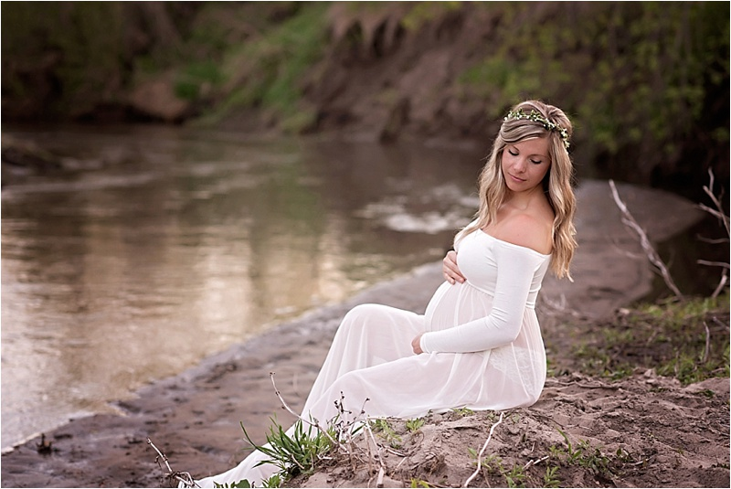 Maternity Session | Sioux Falls, SD | Kate Jones Studios