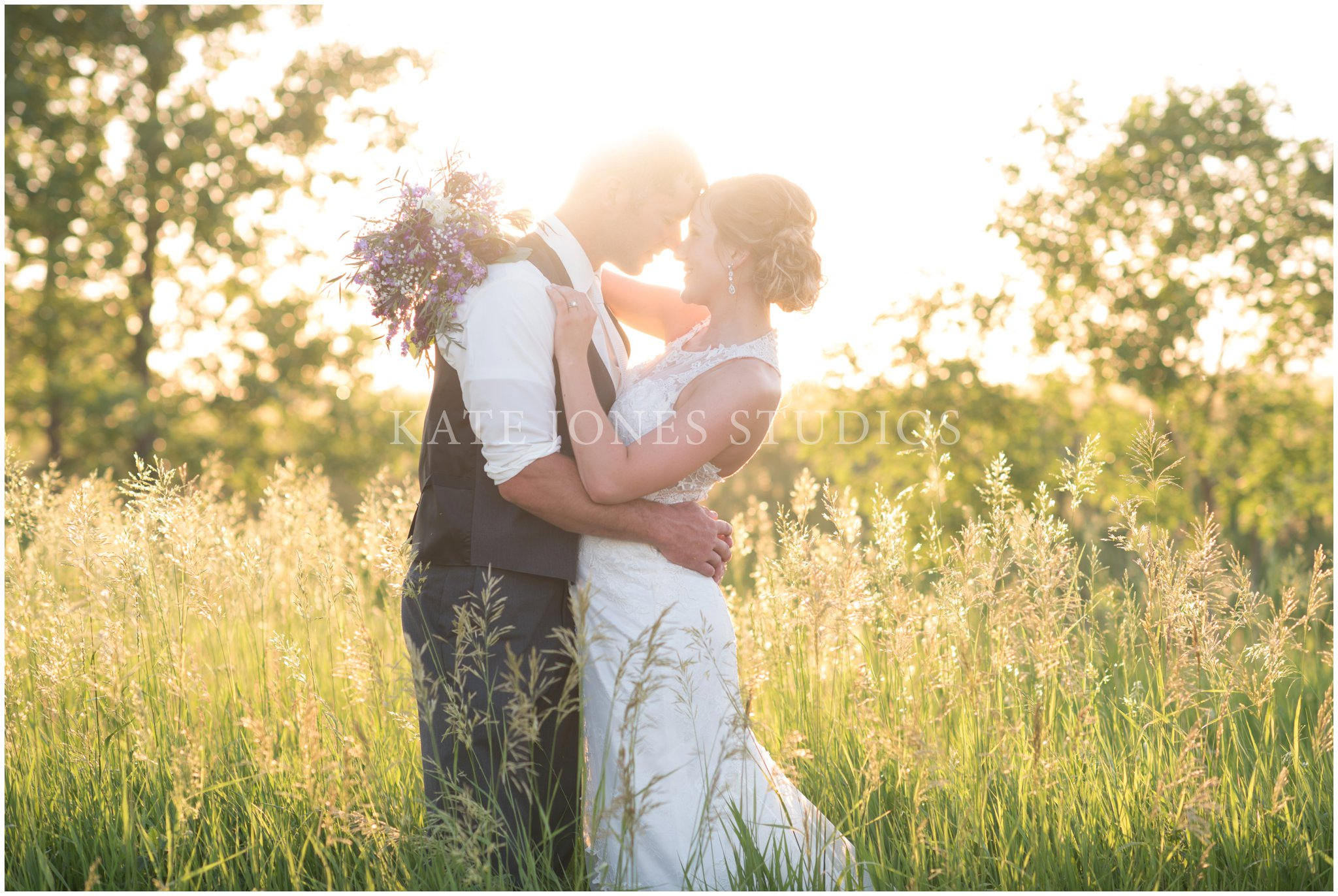 sunset sunlit violet wedding