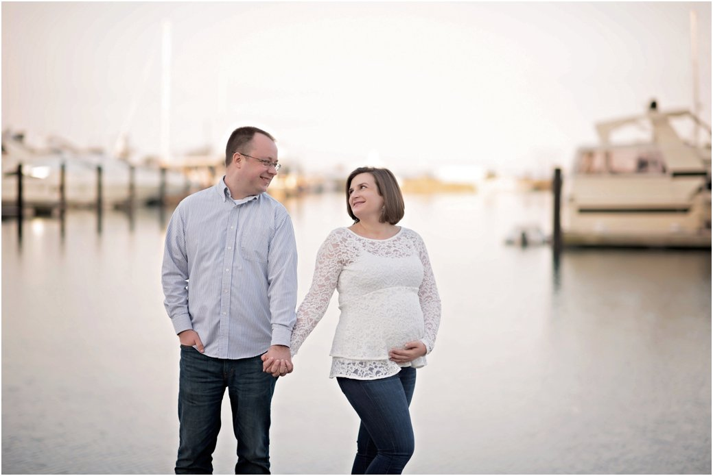 harbor white lace maternity session Chicago IL at the harbor