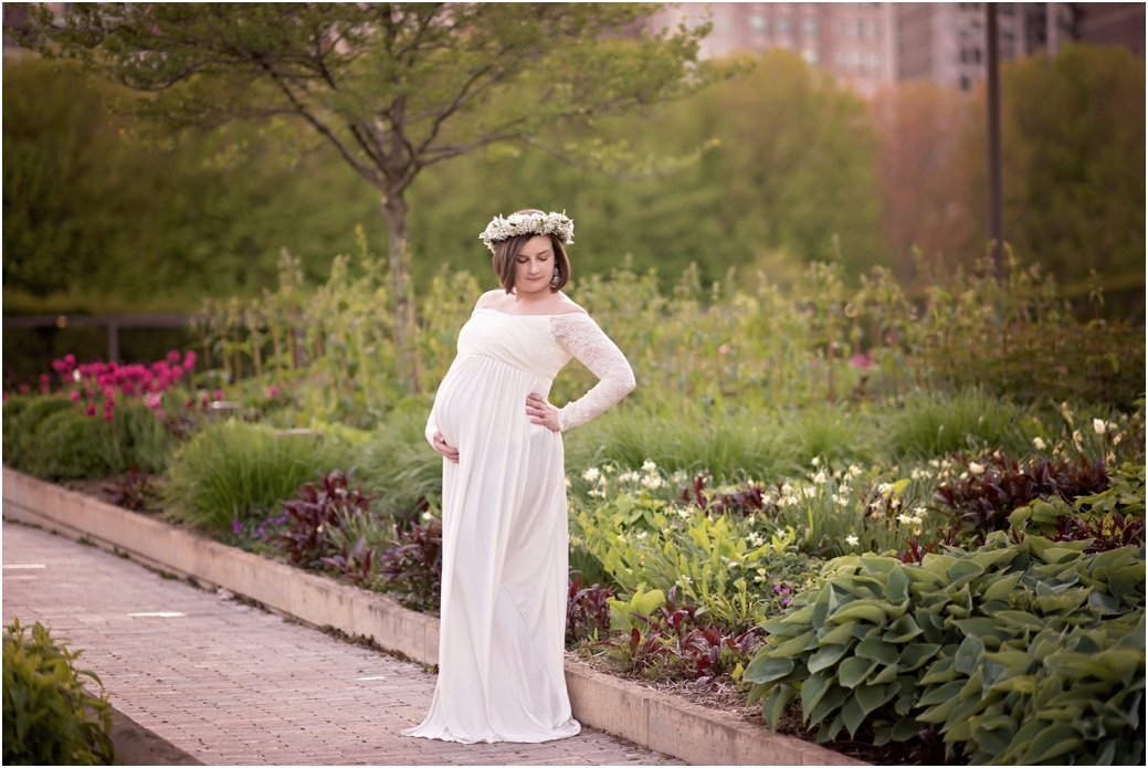 Maggie Daley Park white lace maternity session Chicago IL