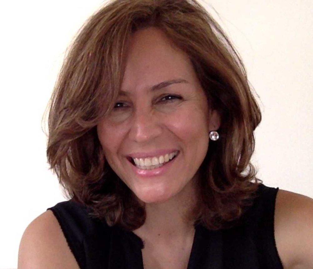 Diana Cárdenas - Diana est notre partenaire au Mexique, elle coordonne les activités et les événements du Centre pour le Leadership Conscient au Mexique. Pendant 15 ans, elle a été l'éditeurs de magasines de tourisme et de talent humains. Depuis 2008, elle édite le magasine ERIAC Capital Humano, une publication spécialisée sur les problèmes de leadership. En tant que consultante en communication à Monterrey, Mexique, elle a collaboré avec des entreprises comme le Centre Général sur la Nutrition afin de développer du contenu sur la santé et le bien être. Elle a aussi conduit des projets de communication interculturel avec le centre d'études asiatique du l'université autonome de Nuevo Léon et de l'université de Busan en Corée.
