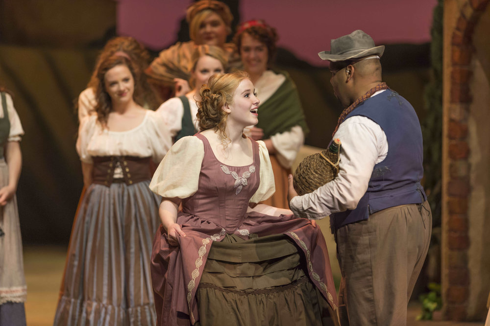 Susan Bywaters as Gianetta in  l'Elisir d'Amore  at Lyric Theatre @ Illinois in 2014.
