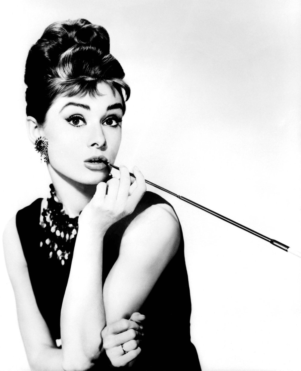 audrey-hepburn-1961-breakfast-tiffanys-holly-golightly-dvdbash26.jpg