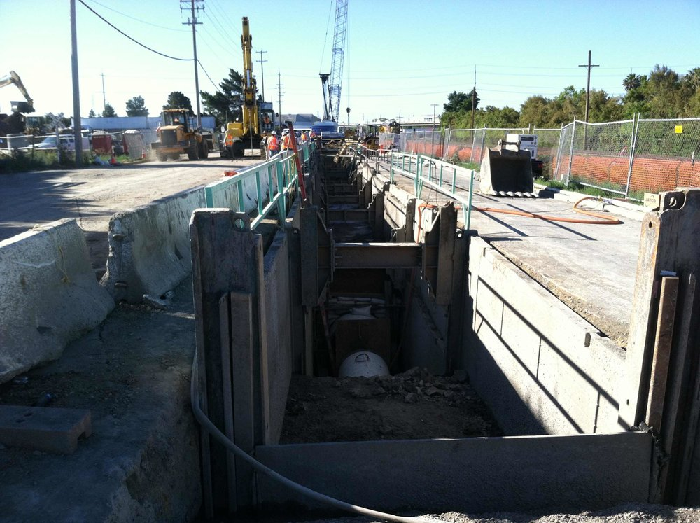 Water Line Conquest Trench 250'Lx6'x18'D.JPG