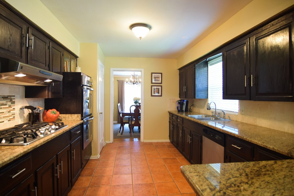 Kitchen 10020 Harwich Dallas TX 75229.jpg