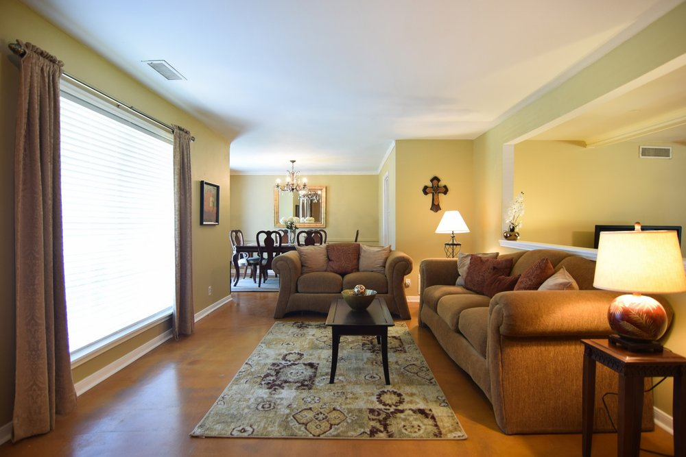 Living Room 10020 Harwich Dallas TX 75229.jpg