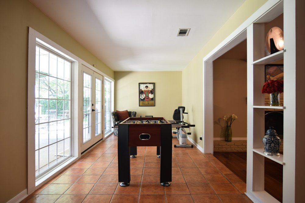 Sun Room 10020 Harwich Dallas TX 75229.jpg