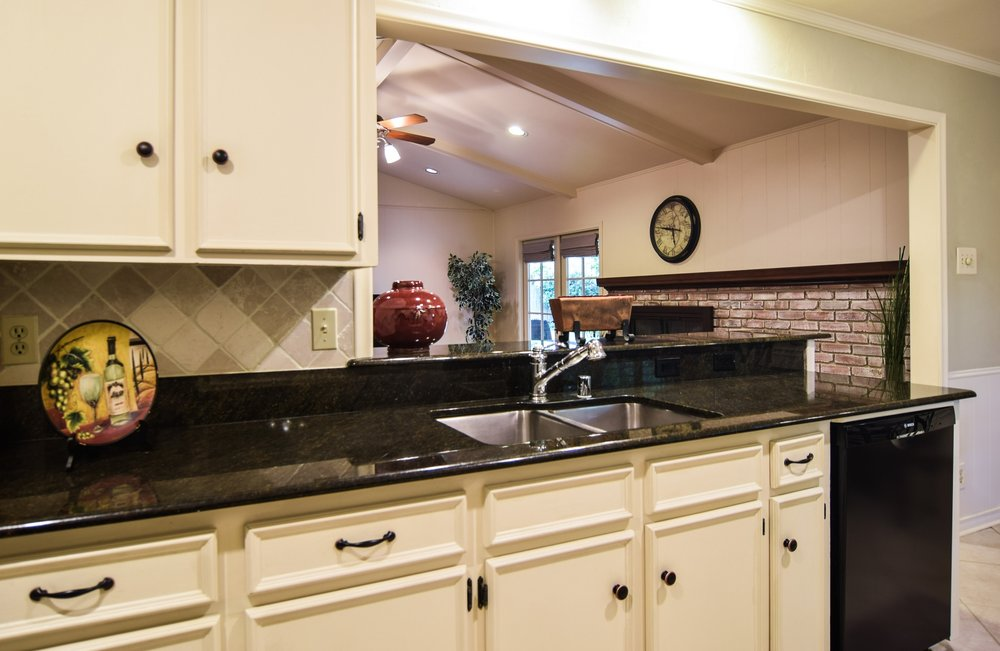 3222 Waldrop Dr Dallas TX 75229 DSC_0036-Kitchen.jpg