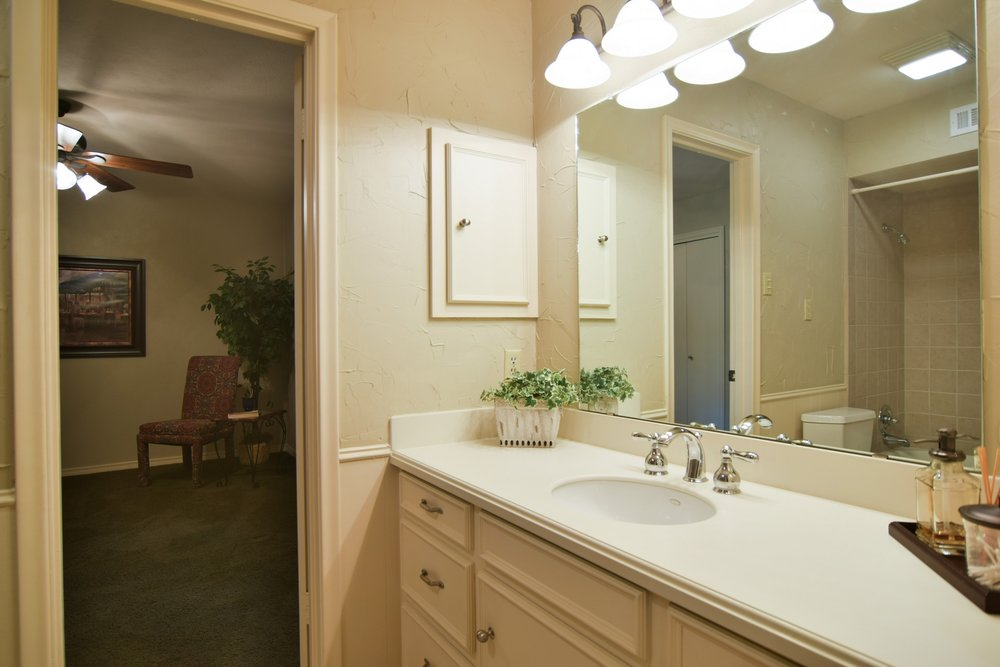 3222 Waldrop Dr Dallas TX 75229 DSC_0079-Bath.jpg