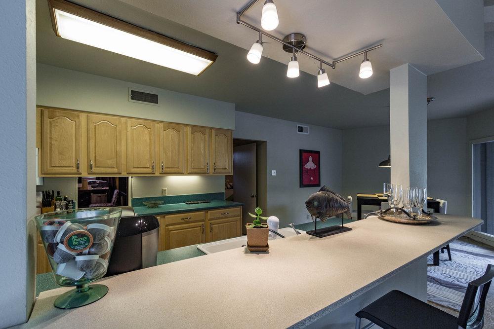 12_kitchenbar.jpg
