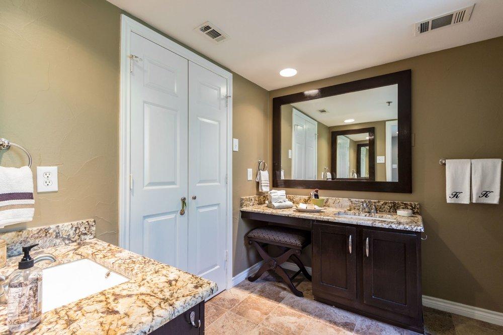 11_masterbathroom .jpg