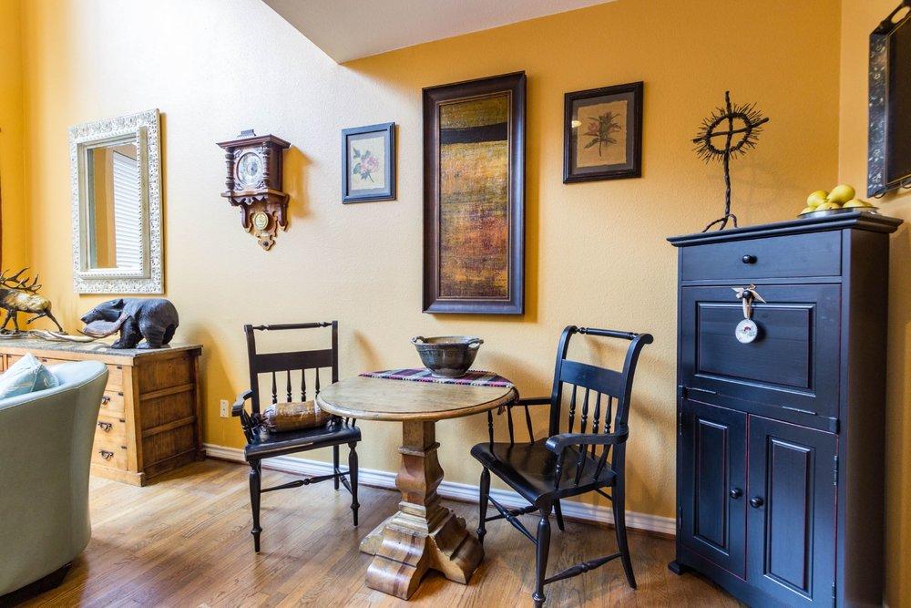 22_diningroom .jpg