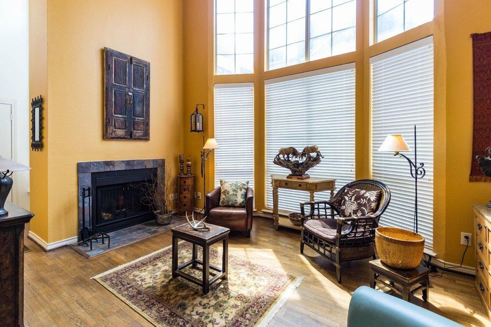 24_livingroom .jpg