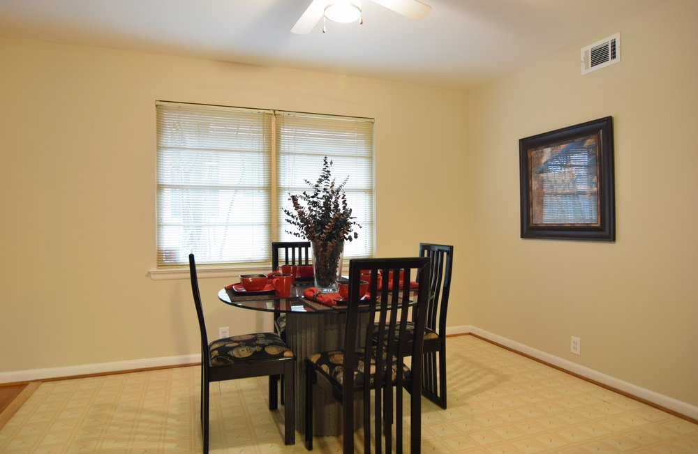 Breakfast Area 2716 Woodmere Dallas TX 75233.jpg