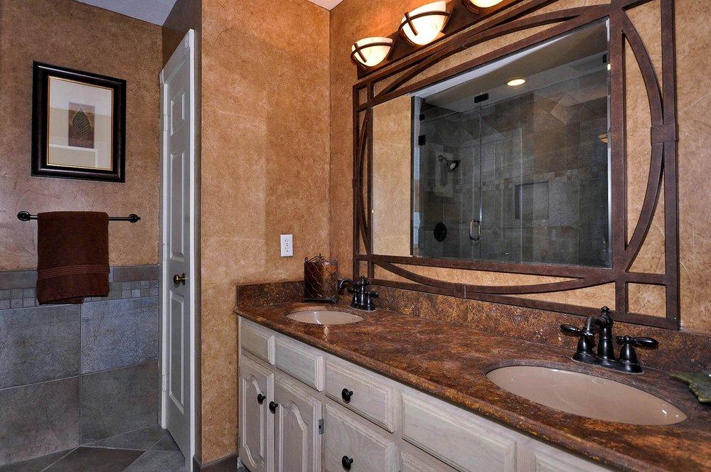 6016 Buffridge 3rd Bath.jpg
