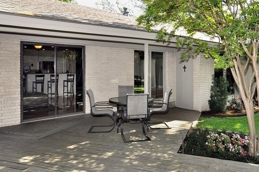 3350 Valiant Dallas Back Yard Patio.jpg