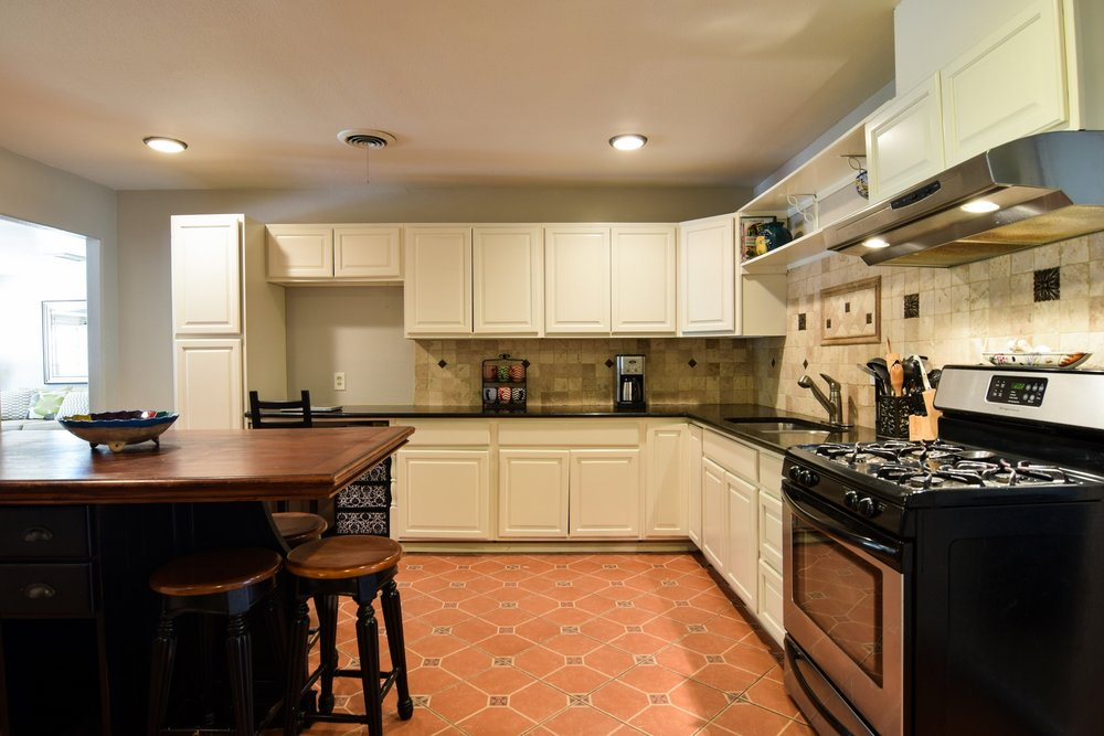 Kitchen3 3112 Catamore Dr Dallas TX 75229.jpg