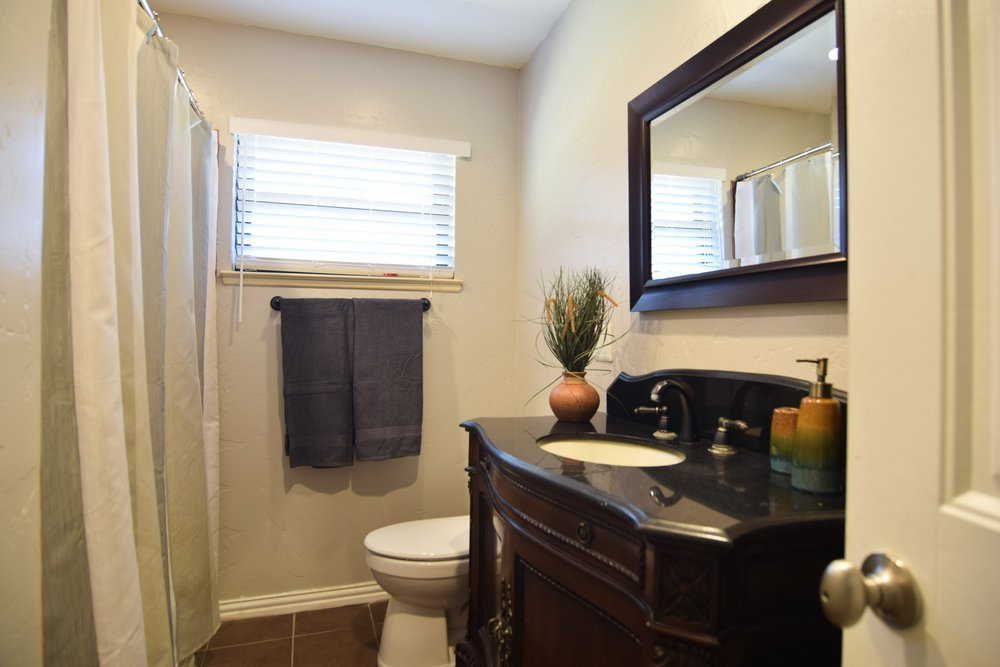 Bath2 3112 Catamore Dr Dallas TX 75229.jpg