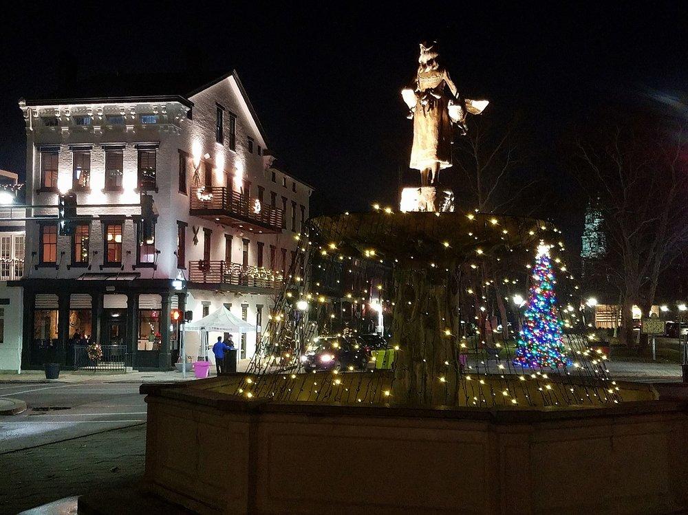 MainStrasse Fountain Christmas Lights.jpg