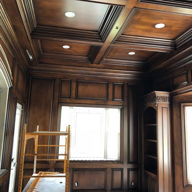 Library....there's that Kyno magic in the geometry. Detailing and alignments for the ceiling coffers, crown and wall paneling....executed with precision and determination! @townandcountrymag @archdigest @luxemagazine #wood #ceilingdesign