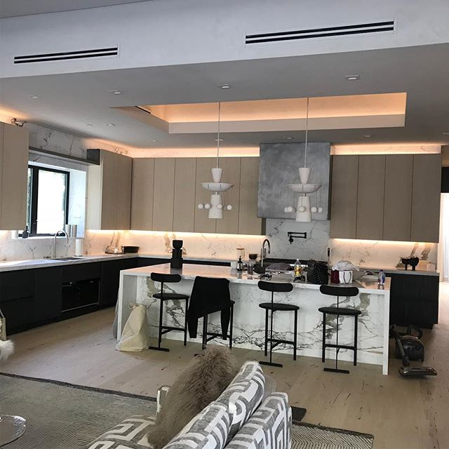 Kitchen install. Modern lines interpreted through the vision of Alex P. White. Enjoyed working with you! @alexpwhite #kitchendesign #luxurylifestyle