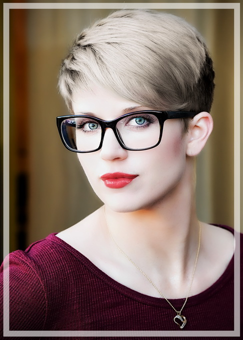 Danelle_Mar17-0361-edit_pp-mu1+hair_pp_pe-modelglow2-portraitenhance-transparentborder_680.jpg