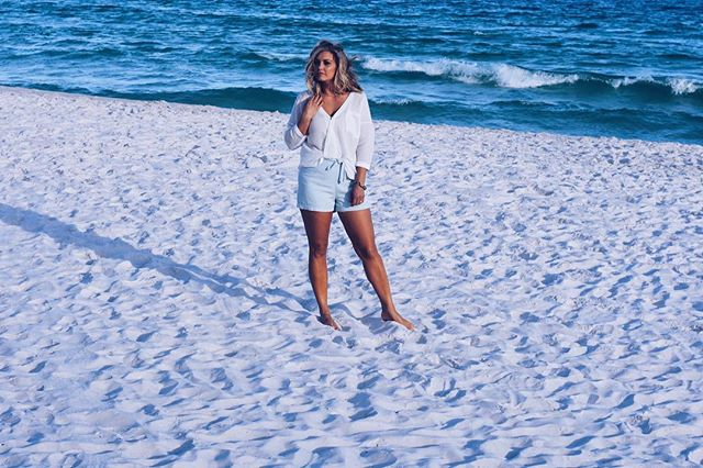 Happy Memorial Day!  Thank you to all that have served ❤️ . Feet in the sand on an empty beach is the best kind of day !  This outfit was perfect for my stroll in the white sand!  @tavieboutique and @tavieboutiquejohnsoncity is having their Memorial Day sale !  Head over to check it out ❤️❤️ . . . #lovelyandsouthern #tavieboutique #lovetavie #ootd #ootdinspo #ootdfashion #fashion #style #styleblogger #blogger #bloggerstyle #knoxvilleblogger #knoxboutique #beachoutfit #momstyle #twinmom #vacation #vacationstyle #instagood #instamodel #boutiquemodel #cupcakesandcashmere