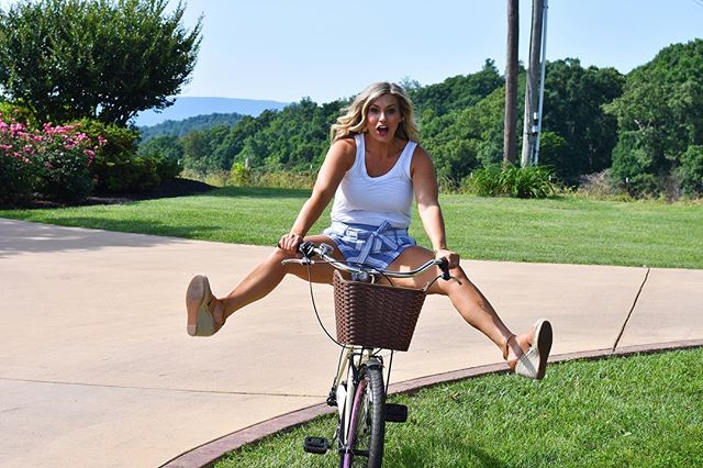 Riding into the weekend with my heels kicked up and ready for anything 😂. . @rlanew and I did photos yesterday so be looking for new @tavieboutique  and @tavieboutiquejohnsoncity pieces !  This was way too funny not to share ! . . . #lovelyandsouthern #tavieboutique #lovetavie #blogger #bloggerstyle #bloggerswanted #knoxboutique #ootdinspo #ootd #ootn #ootdinspo #bicycle #style #styleblogger #risktaker #instagood #instamodel