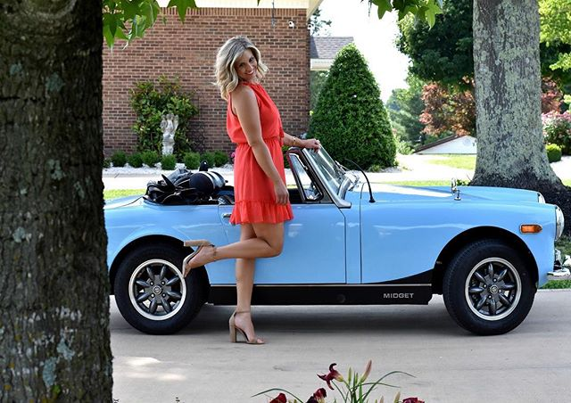 I'm driving my Monday Blues away !!! This is the cutest car ever with the perfect dress 💕💕 . Don't forget this week is @tavieboutiquejohnsoncity Grand Opening Event!  Come and say hi 👋 and shop with me in the 14th 4:30 - 8:30 !! Pick this dress up @tavieboutique in store, online, or DM to order ! . . . #lovelyandsouthern #tavieboutique #lovetavie #style #styleblogger #knoxboutique #datenightoutfit #ootdinspo #ootd #ootn #fashion #fashionblogger #antiquecar #intstagood #instamodel #cupcakesandcashmere