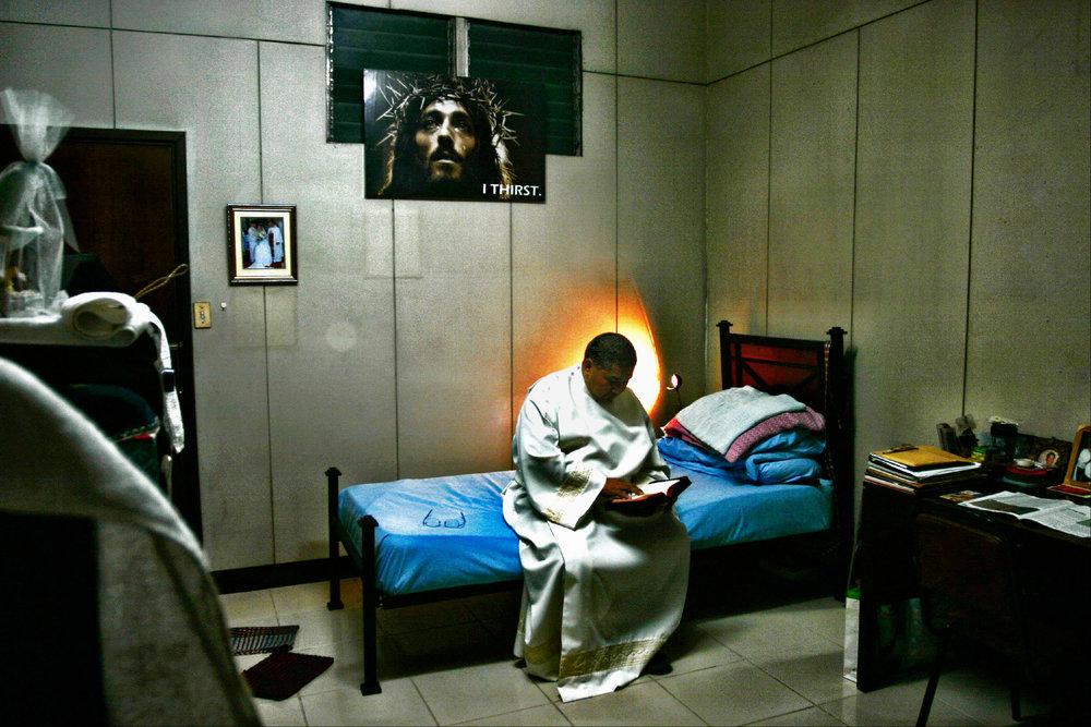 Father John Lalap. Tondo slum region in metro Manila. 2005