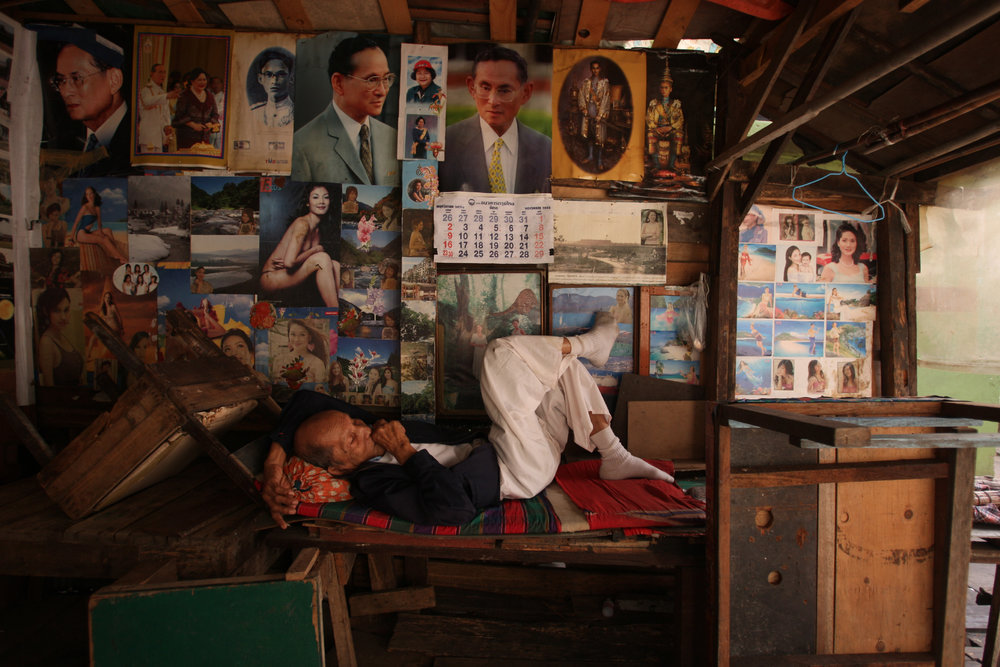 """Pondering."" Klong Toei slum. Bangkok, Thialand. 2008"