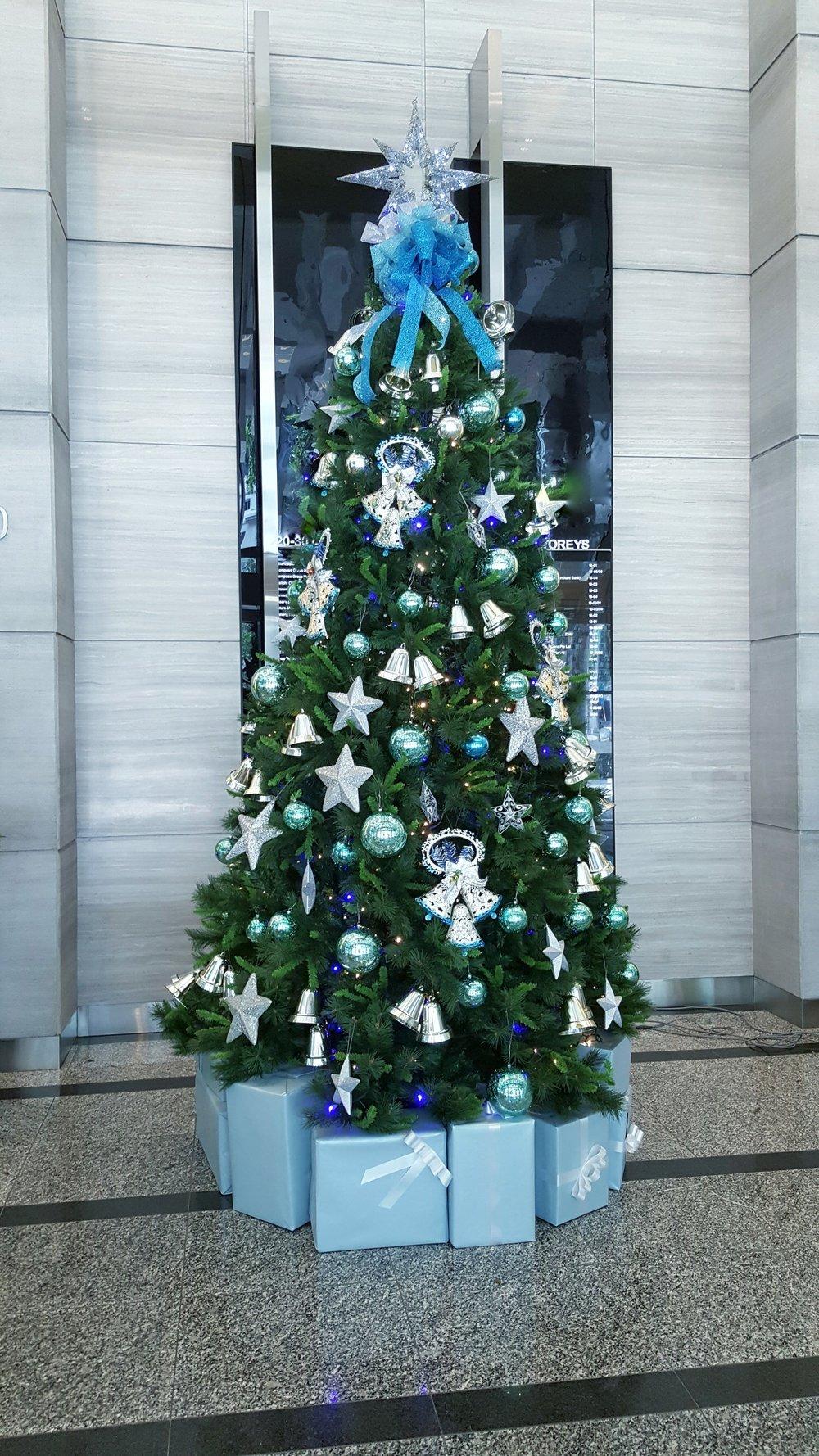 Christmas Tree Prudential Tower 2015.jpg