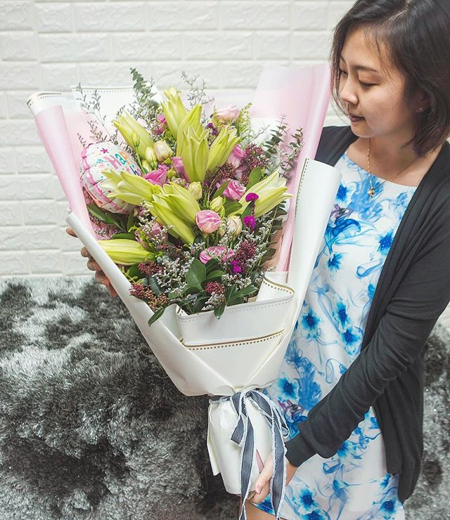 Had so much fun doing this large bouquet filled with fresh Lilies, Lisianthus, Alstroemerias and other fillers for the Birthday Queen!  We do floral arrangements. Be it a last minute or a preorder bouquet, fret not! Drop us a WhatsApp and we will get it done!