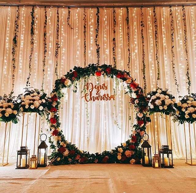 Christmas is coming and wedding bells are ringing! 🎊 May the spark in both of you remain ever lit.  With the fairy lights all around, feel like royalty when you walk down the isle!  In collaboration with the overall stage coordinator - @gcreationsfloral