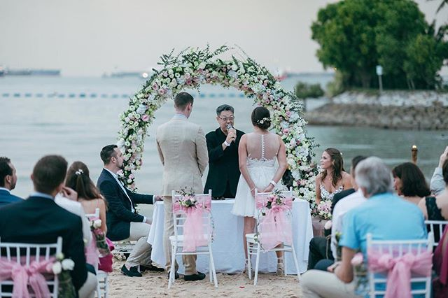 Love this pict sent in by Laura and Thierry 😛 the setting at @tanjongbeachclub rlly is gorgeous 💯  #beachwedding