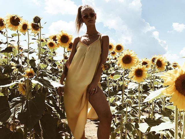 🌻Blending in wh my Leah silk dress  #shopthelook #byjillshaw #linkinbio