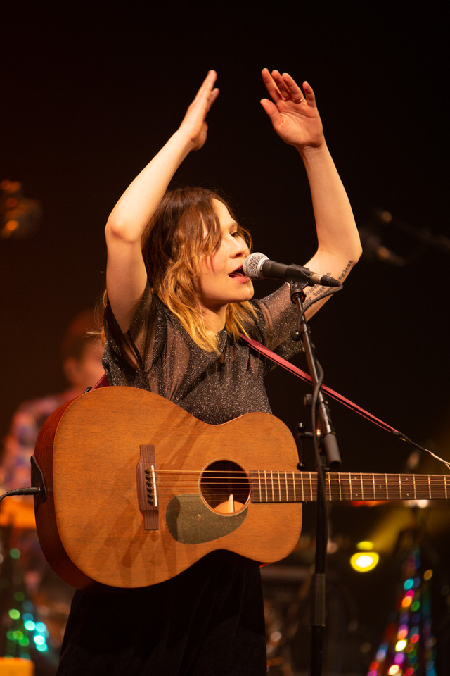 GABRIELLE APLIN - GA rocks the JOH!