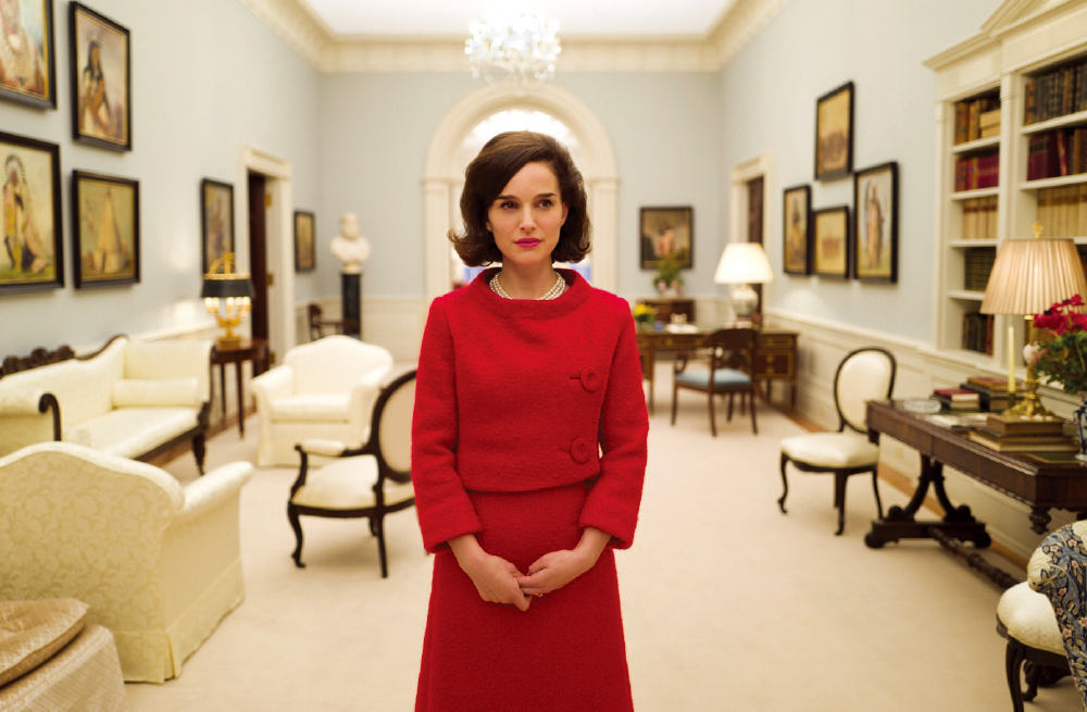 Jackie (2016) - Amanda welcomes new guests, Toni and Scott to the podcast, as well as return guests, Stephen and Colleen to discuss the Oscar nominated biopic, Jackie. Toni is the Jackie expert, Scott isn't so sure about the historical accuracy of the movie, Stephen breaks the news about John Hurt to Toni, Colleen is a sly surprise guest, and Amanda really likes the weirdness of the film.